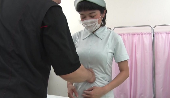 看護婦さんの腹パンチ画像